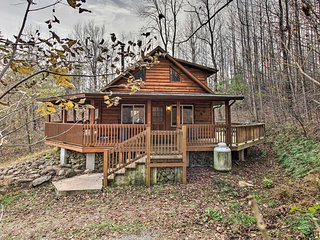 NEW-'Hawk's Nest Cabin' w/View Near Peaks of Otter