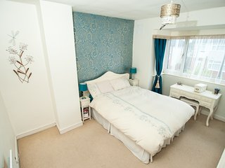 Light and spacious double room in sought after urban village of Chapel Allerton