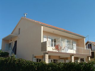 Spacious apartment in the center of Tisno with Parking, Internet, Balcony, Garde