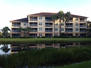Spacious condo in sought after Pelican Preserve, easy walk to Town Center