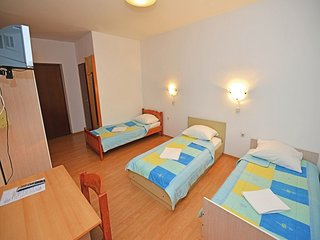 Cozy room in the center of Sveti Filip i Jakov with Parking, Internet