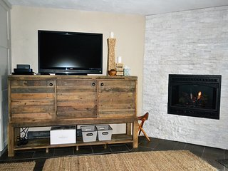 Living room (firelace and TV)