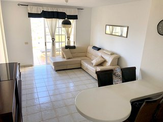 Cozy apartment close to the center of Costa Adeje with Parking, Internet, Washin