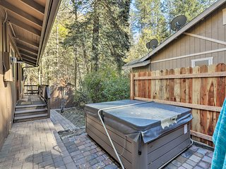 Sedona Cottage w/Deck, Jacuzzi & Tranquil Views!