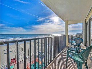 NEW LISTING! Oceanfront condo with shared pool in the perfect downtown location!
