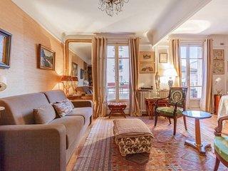 Parisian flat with balcony near Latin Quarter 6p