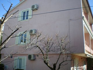 Spacious apartment in Rab with Parking, Internet, Air conditioning, Balcony