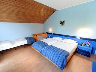Cozy room close to the center of Bašelj with Parking, Internet