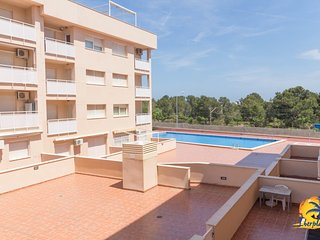 Spacious apartment in Mont-roig del Camp with Lift, Washing machine, Pool, Terra