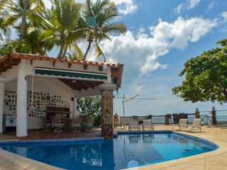 Majestic Ocean Front Village with Full Amenities Casa El Almendro