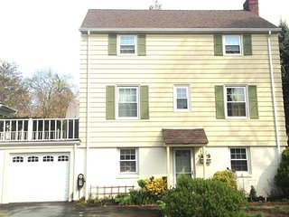 30 Mins from NYC-Colonial 3bed, 3 bath sleeps 6-8