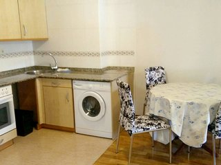 Cozy apartment close to the center of Aviles with Lift, Parking, Internet, Washi
