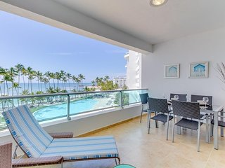 NEW LISTING! Oceanfront condo w/ocean view, balcony & shared pool and playground