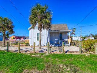 Quaint cottage in the heart of Port Aransas!