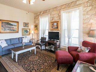 RS Hanna Gallery Balcony Suite | Fredericksburg Vacation Rental