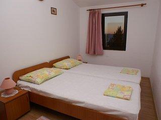 Sveta Nedelja Apartment Sleeps 4 with Air Con - 5462123