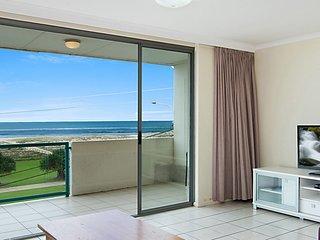 Toorak Court 12 - Beachfront Kirra - Min. 3 night stays!