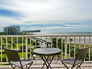 Charming, southwest-facing beachfront condo w/ heated pool