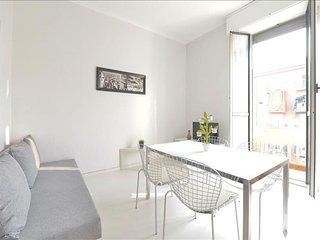 Fulvio Testi apartment in Porta Garibaldi with WiFi, balcony & lift.
