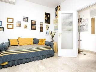 Spacious Pisa apartment in Fiera with WiFi, integrated air conditioning, balcony