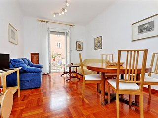 Mancinelli  apartment in Piazza Bologna with WiFi, balcony & lift.