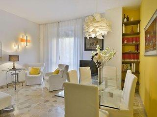 Spacious Perrone San Martino apartment in Porta Garibaldi with WiFi, air conditi