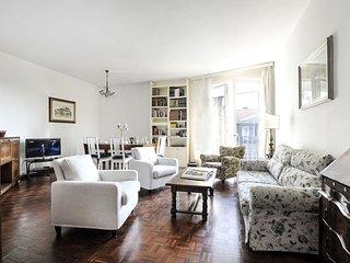Spacious Cherubini apartment in Fiera with WiFi, balcony & lift.