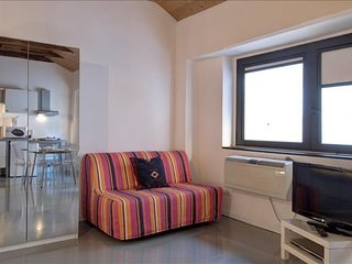 Giambellino I apartment in Navigli with WiFi & air conditioning.