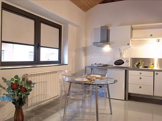 Giambellino I apartment in Navigli with WiFi & integrated air conditioning.