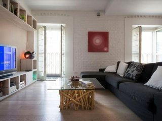 Spacious Ascanio Sforza II apartment in Navigli with WiFi, integrated air condit