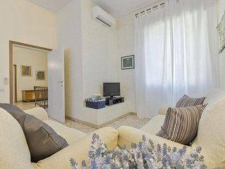 Phoenix apartment in Porta al Prato with air conditioning.
