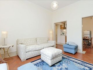 Spacious Piave di Roma apartment in Via Veneto with WiFi & lift.