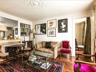 Blanche apartment in 09eme - Opera with WiFi & lift.