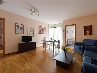 Spacious Cassala IV apartment in Navigli with integrated air conditioning, priva
