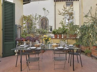Spacious Caesar Terrace apartment in Duomo with WiFi, integrated air conditionin