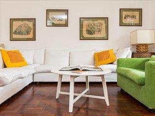 Spacious Milan Tertulliano apartment in Porta Vittoria with WiFi, integrated air