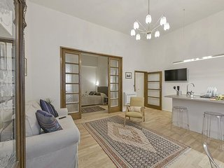 Saponai apartment in Duomo with WiFi, integrated air conditioning & balcony.