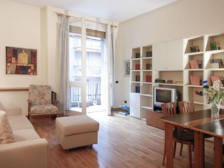 Legnano apartment in Centro Storico with WiFi, integrated air conditioning, balc