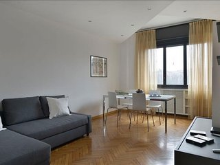 Arimondi apartment in Porta Garibaldi with WiFi, air conditioning & lift.