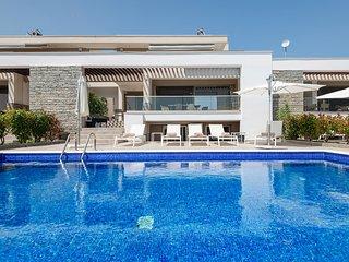 Afisia Magnum Pool Villa, Sarti