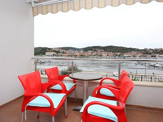 Ciovo Apartment Sleeps 4 with Air Con - 5703664