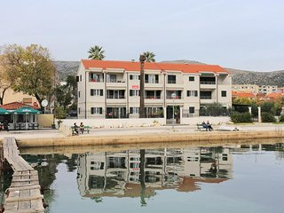 One bedroom apartment Trogir (A-16210-c)
