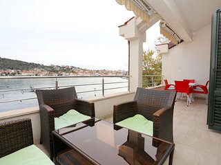 Ciovo Apartment Sleeps 6 with Air Con and WiFi - 5703662