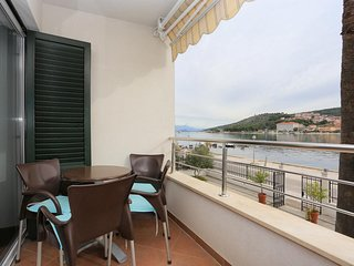 Ciovo Apartment Sleeps 6 with Air Con - 5703663