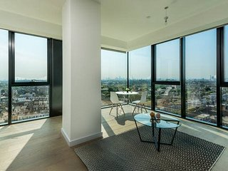 Luxurious London Apartment in the Sky (HH0)