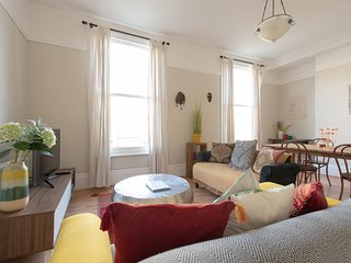 Large 2 bedroom period property in the heart of Hackney