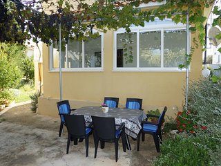 Glavan Apartment Sleeps 6 with Air Con - 5472076