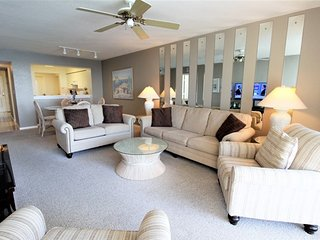 Stylish Bay View Condo w/ Free WiFi, Lovely Balcony & Complex Pool