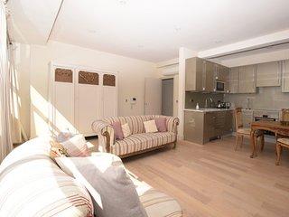 Stylish One Bedroom oasis, Kensington