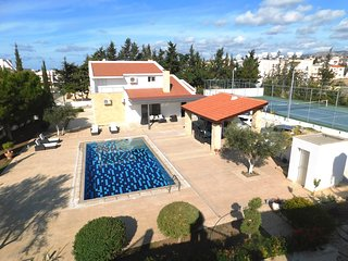 Large villa in Paphos center with TENNIS COURT
